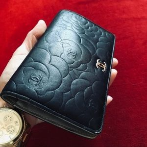 Auth CHANEL Camellia Embossed Lambskin Wallet